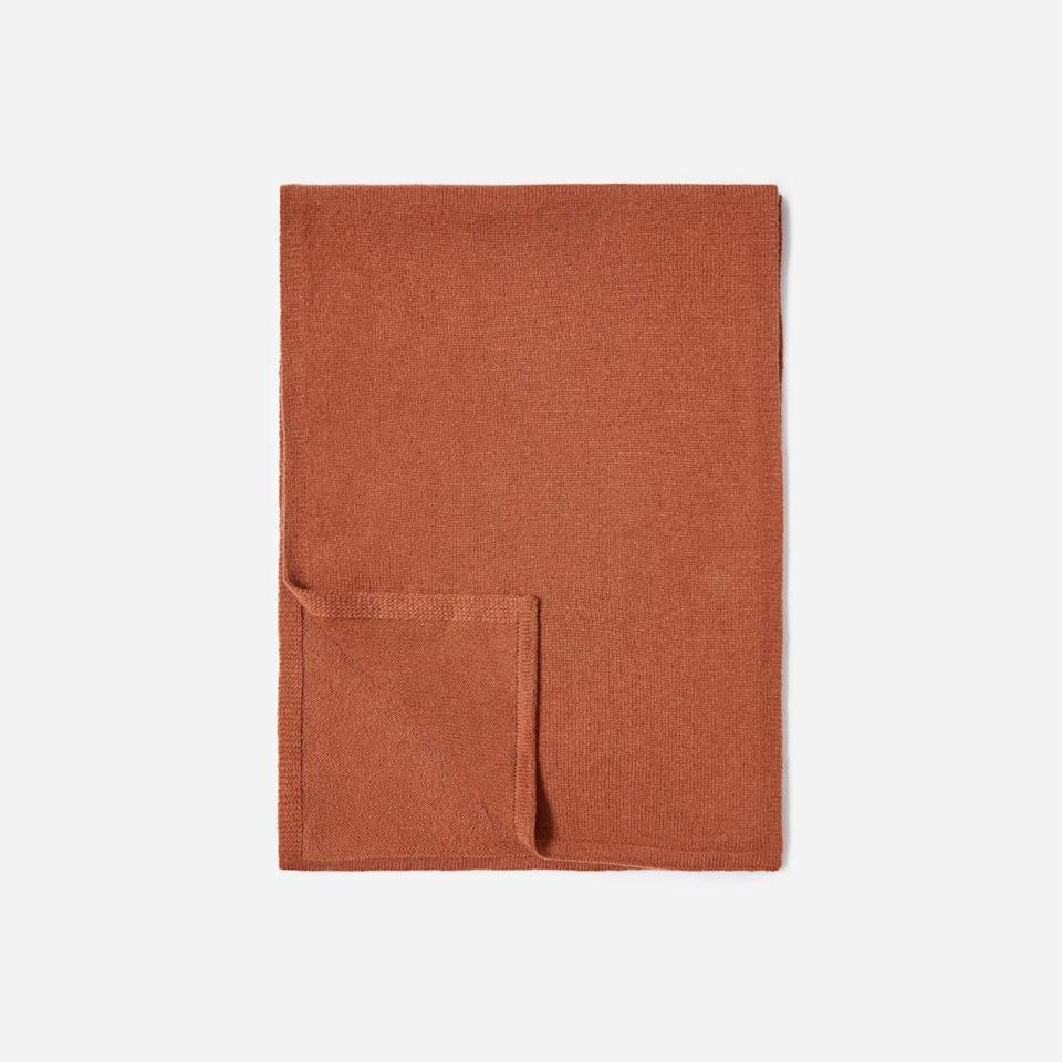 """<p><strong>Everlane</strong></p><p>everlane.com</p><p><a href=""""https://go.redirectingat.com?id=74968X1596630&url=https%3A%2F%2Fwww.everlane.com%2Fproducts%2Fwomens-cashmere-scarf-cinnamon&sref=https%3A%2F%2Fwww.seventeen.com%2Ffashion%2Fg35089866%2Feverlane-end-of-year-sale-2020%2F"""" rel=""""nofollow noopener"""" target=""""_blank"""" data-ylk=""""slk:SHOP IT"""" class=""""link rapid-noclick-resp"""">SHOP IT </a></p><p><strong><del>$98</del> $58 (40% off)</strong></p><p>Speaking of bundling up, why not order a new scarf? Everlane's cashmere option will actually make you excited to go outside. </p>"""