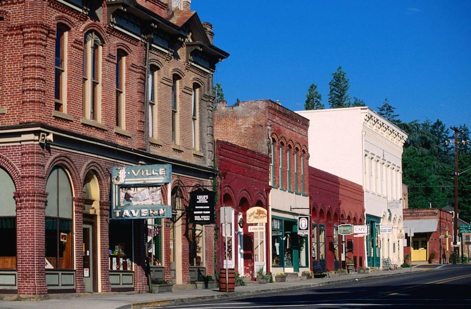<p>Jacksonville is located in the heart of Oregon's Rogue Valley wine country. </p>