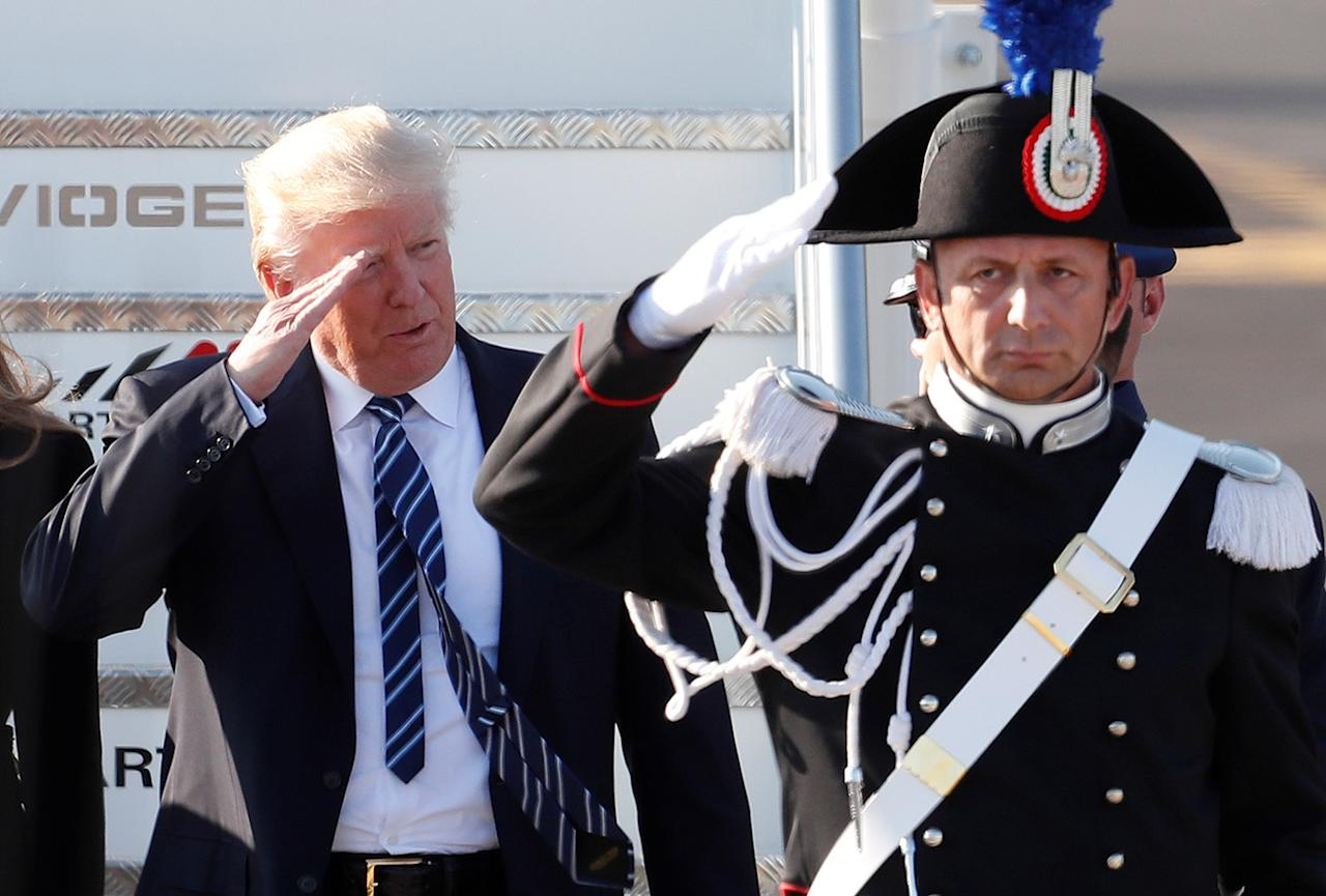 <p>U.S. President Donald Trump salutes as he arrives at the Leonardo da Vinci-Fiumicino Airport in Rome, Italy, May 23, 2017. (Photo: Remo Casilli/Reuters) </p>