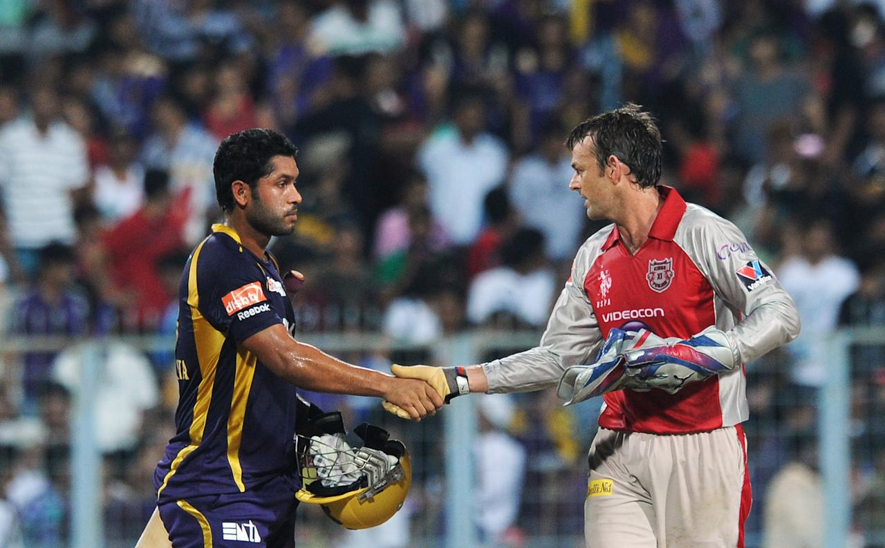 Kings XI Punjab captain Adam Gilchrist (R) shakes hands with Kolkata Knight Riders batsman Debabrata Das (L) after the IPL Twenty20 cricket match between Kolkata Knight Riders and Kings XI Punjab at The Eden Gardens in Kolkata on April 15, 2012. Kings XI Punjab won the match by two runs. RESTRICTED TO EDITORIAL USE. MOBILE USE WITHIN NEWS PACKAGE. AFP PHOTO/Dibyangshu SARKAR (Photo credit should read DIBYANGSHU SARKAR/AFP/Getty Images)