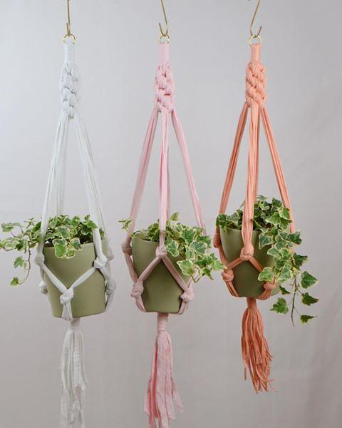 "<p><strong><a href=""https://www.saroraknots.co.uk/"" target=""_blank"">SARORA Knots</a></strong> sells handmade, eco-friendly plant styling accessories. The brand, born out of a love for textiles, was founded by Sara Al Bander. She takes the traditional technique of macrame, transforming it into a modern revival of a 70s trend. Head to the <a href=""https://www.saroraknots.co.uk/shop"" target=""_blank"">website</a> for a selection of plant hangers and pots.<br></p><p><a href=""https://www.instagram.com/p/CClruv6jjcw/"">See the original post on Instagram</a></p>"