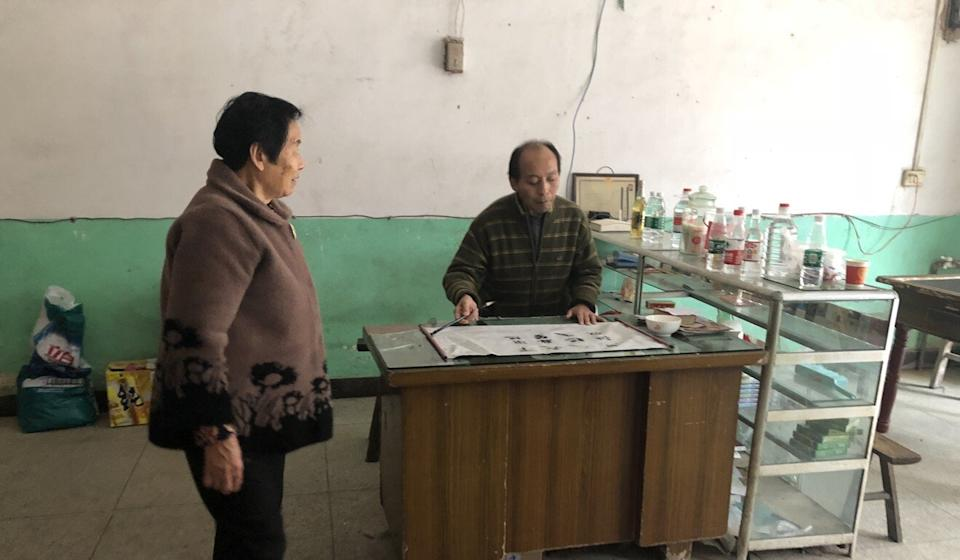 Li Hua practises calligraphy at home with his mother Tang Dongchen. Photo: Alice Yan