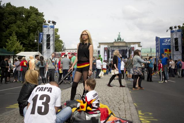 German soccer fans wait for screening of the 2014 World Cup group G soccer match between Germany and Portugal at the 'Fan Mile' in Berlin, June 16, 2014. REUTERS/Axel Schmidt (GERMANY - Tags: SPORT SOCCER WORLD CUP)