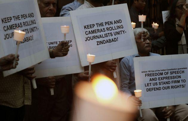 Journalists hold candles and placards during a candlelight vigil against police brutalities and attacks on press freedom in Mumbai, India December 26, 2019. REUTERS/Francis Mascarenhas
