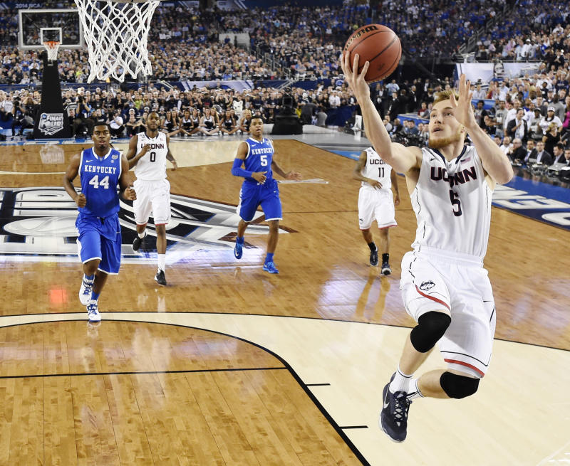 Connecticut wins NCAA title, 60-54 over Kentucky
