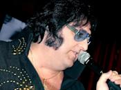 """This 2007 photo provided by Caesars Entertainment shows Pete Vallee in his """"Big Elvis"""" show in Las Vegas, Nev. Visitors can catch Vallee's free performances every weekday afternoon except Wednesday at a piano bar at Harrah's casino on the Las Vegas Strip. (AP Photo/Caesars Entertainment)"""