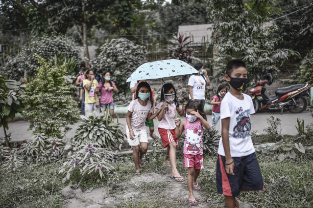 <p>Residents wear face masks amidst heavy ashfall at an evacuation center in Camalig, Albay province, Philippines, Jan. 24, 2018. (Photo: Ezra Acayan/NurPhoto via Getty Images) </p>