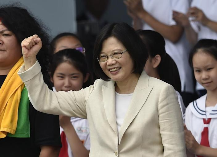 Taiwan President Tsai Ing-wen greets supporters during her inauguration ceremony in Taipei, on May 20, 2016 (AFP Photo/Sam Yeh)