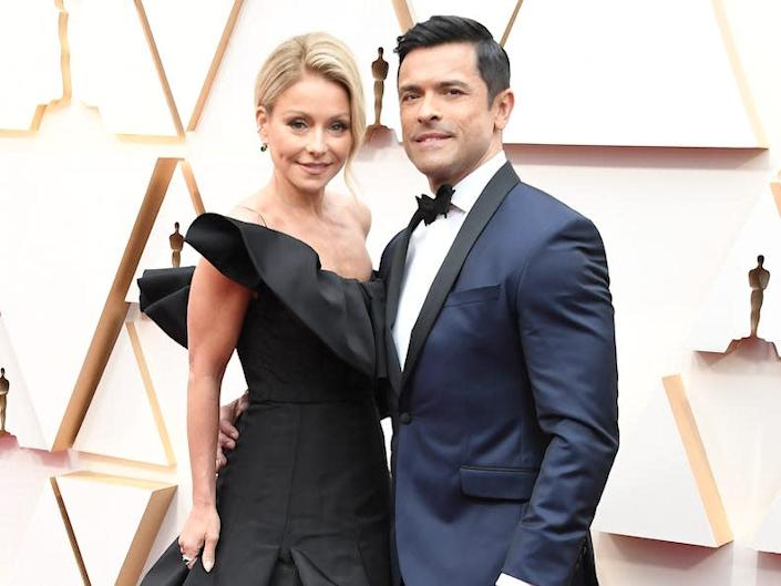 """Kelly Ripa and Mark Consuelos attend the 2020 Oscars. <p class=""""copyright"""">Steve Granitz/WireImage</p>"""