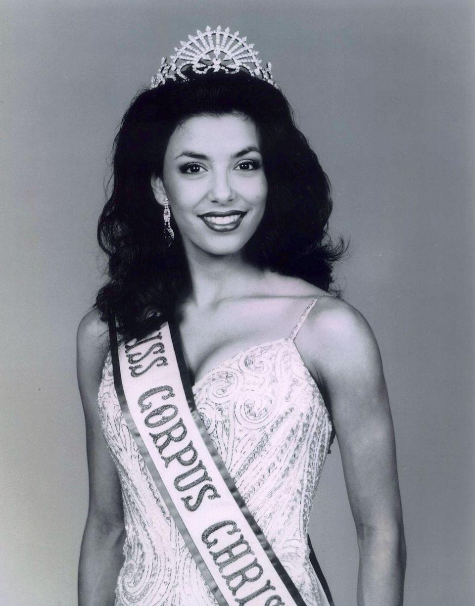 <p>Before becoming an actress, Eva won the title of Miss Corpus Christi, USA, in 1998. With that dazzling smile and excellent posture, it's no wonder why.</p>