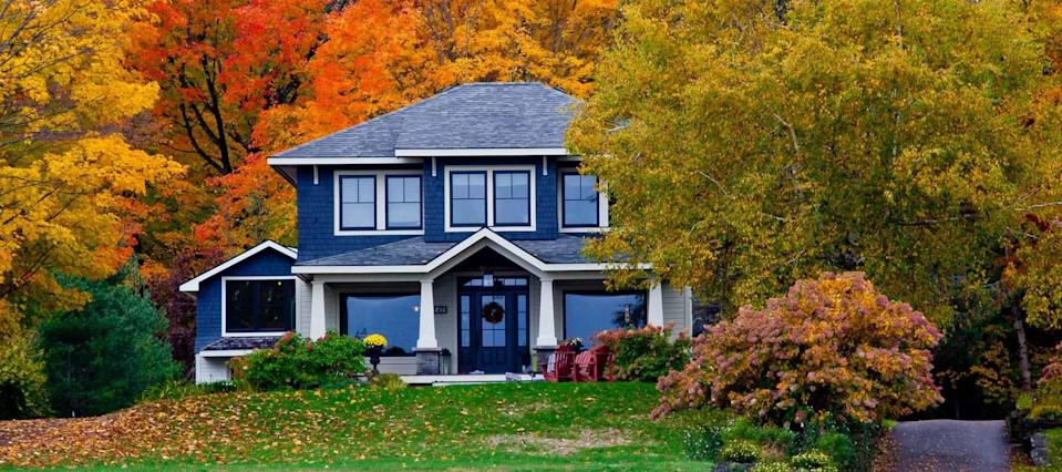 Mortgage rates stick near record lows and deliver more savings