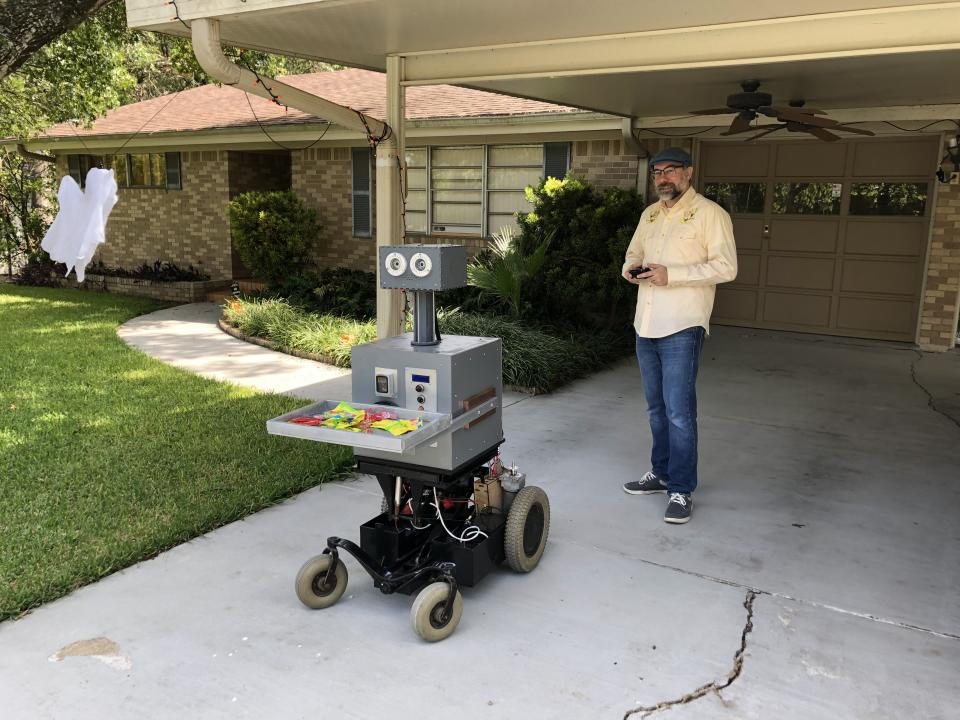 Luke Keyes stands in his Austin driveway with Arty the robot. (Photo: Luke Keyes)