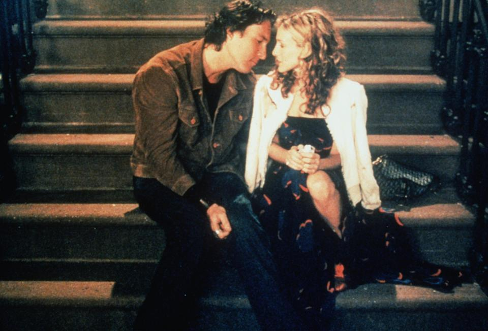 Carrie Bradshaw and Aidan on her doorstep