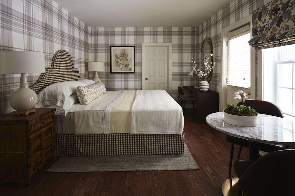 """<p>This room, named after designer <a href=""""https://ianthainteriors.com/"""" rel=""""nofollow noopener"""" target=""""_blank"""" data-ylk=""""slk:Iantha Carley"""" class=""""link rapid-noclick-resp"""">Iantha Carley</a>'s favorite literary heroine—Elizabeth Bennet of Jane Austen's <em>Pride and Prejudice—</em>is in the carriage house of the 250-year-old inn and is a modern take on the English country house, as the Berkshires landscape reminded Carley of England's Lake District. <a href=""""https://www.matouk.com/"""" rel=""""nofollow noopener"""" target=""""_blank"""" data-ylk=""""slk:Matouk"""" class=""""link rapid-noclick-resp"""">Matouk</a> linens cover a bed with a custom-designed headboard; the lamp is by <a href=""""https://www.circalighting.com/"""" rel=""""nofollow noopener"""" target=""""_blank"""" data-ylk=""""slk:Circa Lighting"""" class=""""link rapid-noclick-resp"""">Circa Lighting</a>. Carley is optimistic that the showhouse will """"inspire the next wave of BIPOC designers.""""<br></p>"""