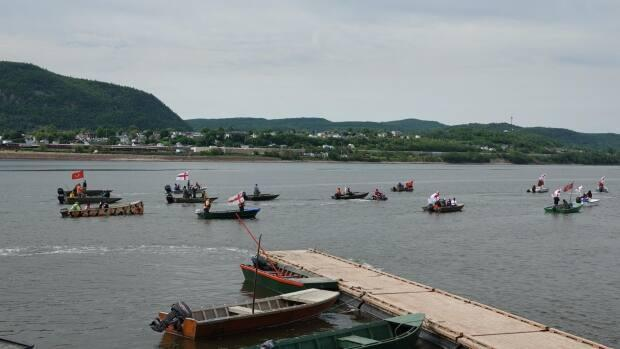 Mi'kmaq fishermen in Listuguj took part in the annual Migwite'tm commemoration on Friday, June 11, 2021, marking 40 years since police raided the community to stop salmon fishing. (Isabelle Larose/Radio-Canada - image credit)