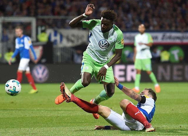 Soccer Football - Bundesliga Promotion/Relegation Playoff Second Leg - Holstein Kiel vs VfL Wolfsburg - Holstein-Stadion, Kiel, Germany - May 21, 2018 Wolfsburg's Divock Origi in action with Holstein Kiel's Rafael Czichos REUTERS/Fabian Bimmer DFL RULES TO LIMIT THE ONLINE USAGE DURING MATCH TIME TO 15 PICTURES PER GAME. IMAGE SEQUENCES TO SIMULATE VIDEO IS NOT ALLOWED AT ANY TIME. FOR FURTHER QUERIES PLEASE CONTACT DFL DIRECTLY AT + 49 69 650050