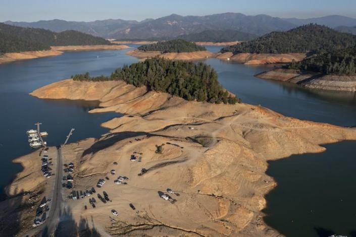 LAKE SHASTA, CA - JUNE 30: Water levels at Lake Shasta are lower as drought conditions persist on Wednesday, June 30, 2021 in Lake Shasta, CA. (Brian van der Brug / Los Angeles Times)