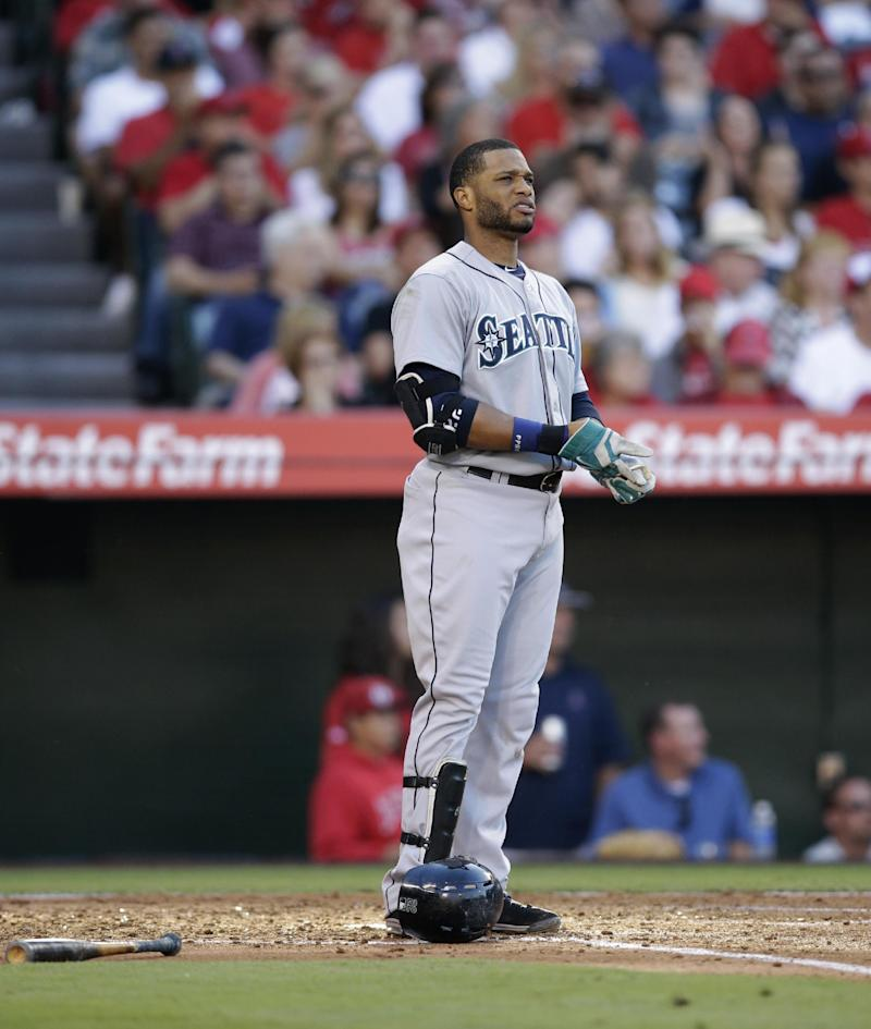 Cano scratched by Mariners with hamstring issues