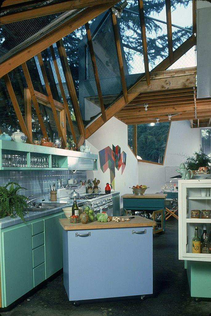 """<p>This <a href=""""http://www.housebeautiful.com/lifestyle/a4460/gehry-yacht-foggy/"""" rel=""""nofollow noopener"""" target=""""_blank"""" data-ylk=""""slk:Frank Gehry"""" class=""""link rapid-noclick-resp"""">Frank Gehry</a>'s kitchen is nothing like the average kitchen of the time, but creatively hinted at a few big trends coming: natural light and open shelving.</p>"""