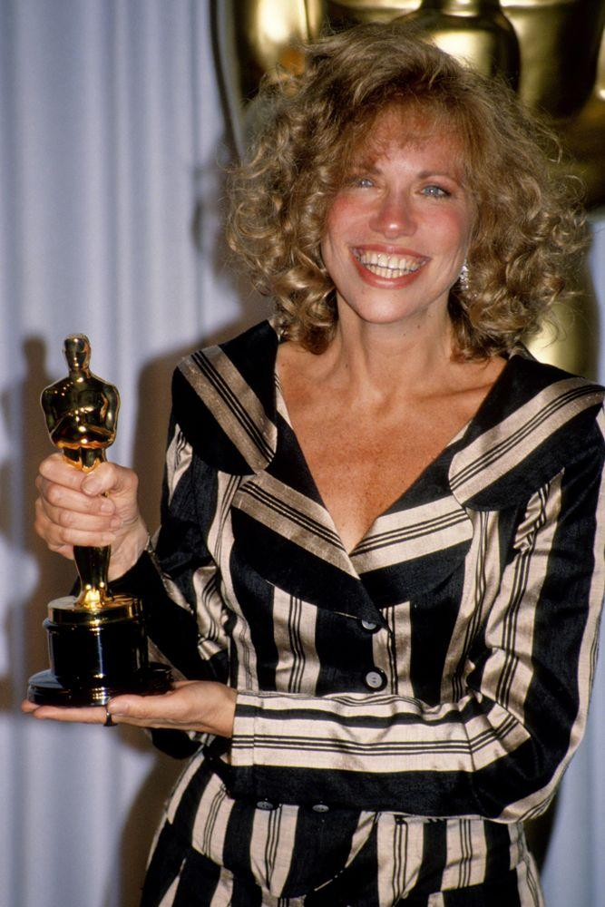 Carly Simon in 1988 | Miguel Rajmil/IMAGES/Getty Images