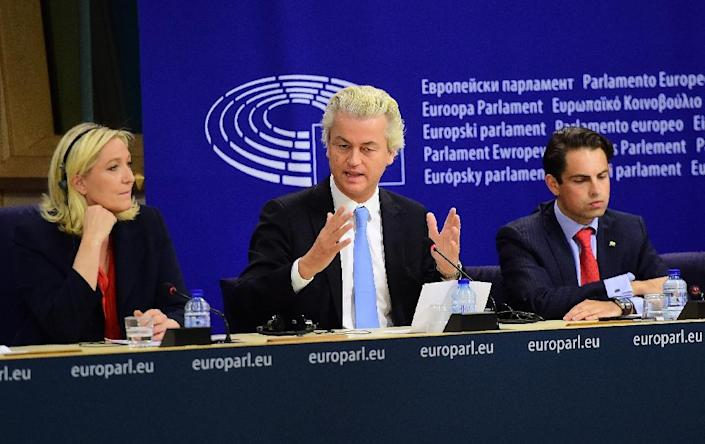 Geert Wilders (C) of the Netherlands' Party for Freedom (PVV) holds a press conference at the European Parliament in Brussels on June 16, 2015, with Marine Le Pen (L) of France's National Front and Tom van Grieken of Belgium's Vlaams Belang party (AFP Photo/Emmanuel Dunand)