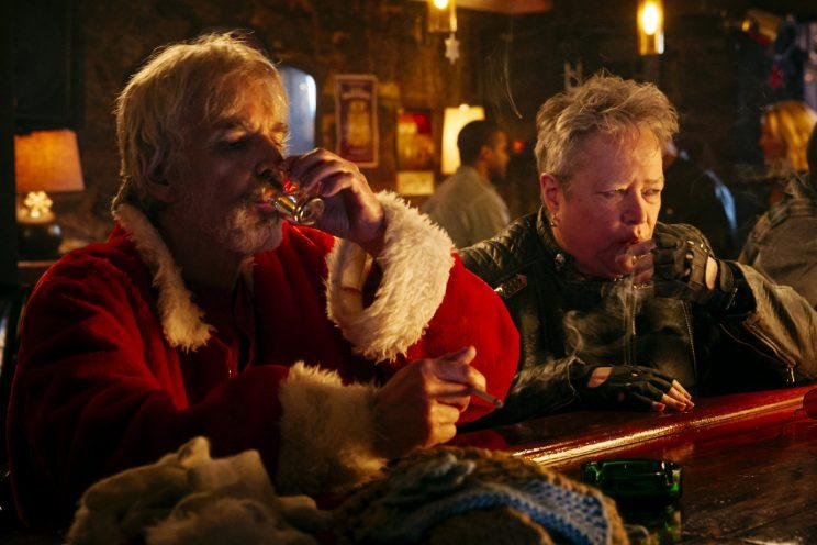 (l-r) Billy Bob Thornton stars as Willie Soke and Kathy Bates as Sunny Soke in BAD SANTA 2, a Broad Green Pictures and MIRAMAX release. Credit: Jan Thijs | Broad Green Pictures / Miramax
