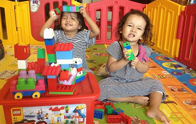 A pair of twins spending time while playing with Lego pieces. (Darshini Gopalarishnakone)