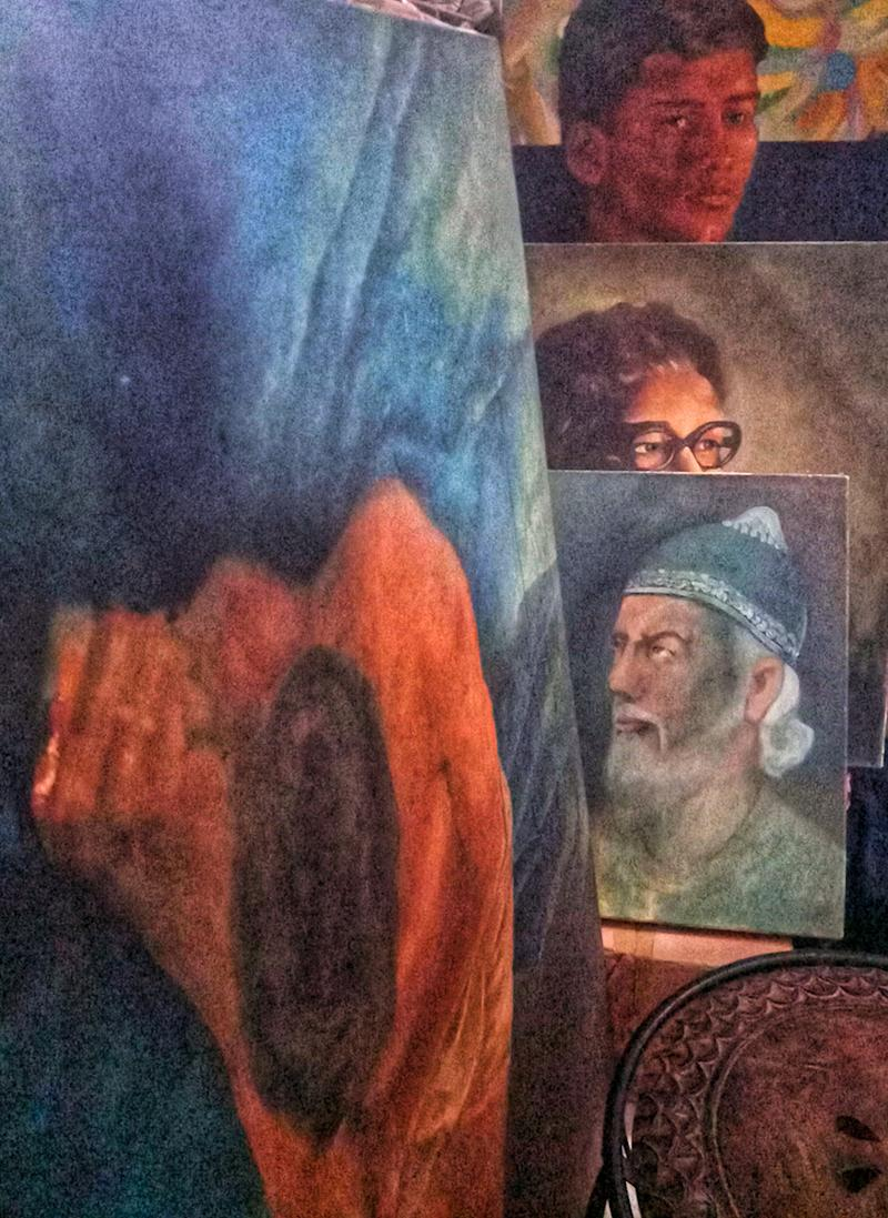 """""""The west respects its literary stalwarts. Look at how they celebrate Shakespere, Keats. Why can't we take pride in our stalwarts too?"""" Hussain asked while pointing to another life size rendition of Manto, one of his more celebrated works in oil and canvas.   (Image: News18/ Rakhi Bose)"""