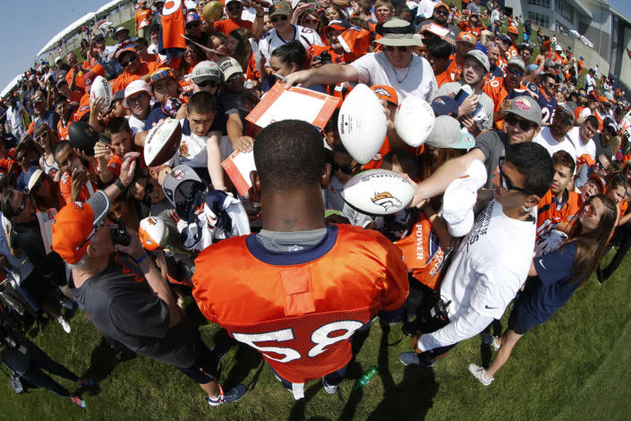 Von Miller signs for fans atNFL football training camp