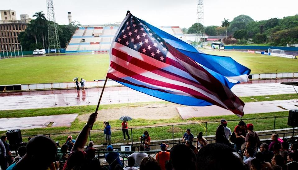 Fans wave Cuban and US flags on June 2, 2015, during the friendly game in Havana between the New York Cosmos and Cuba (AFP Photo/Adalberto Roque)