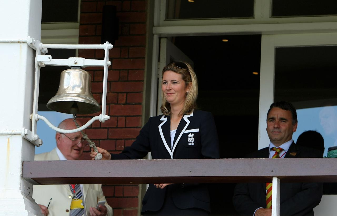 LONDON - JUNE 28: England womens captain Charlotte Edwards ring the '5 minute bell' before the start of play during the fifth NatWest One Day International between England and New Zealand at Lords, on June 28, 2008 in London, England.  (Photo by Stu Forster/Getty Images)