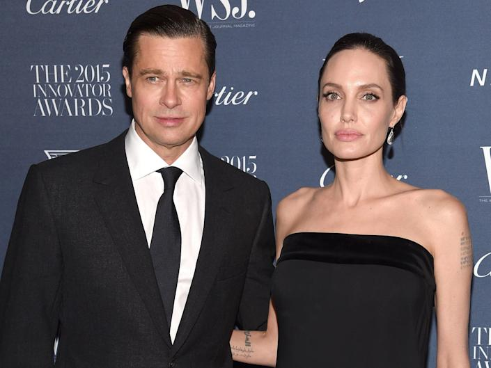 brad pitt angelina jolie pose together in the red carpet in 2015.