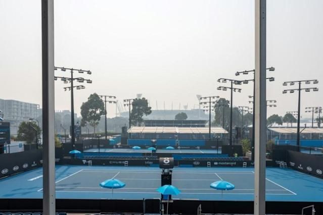 Australian Open qualifying rounds were suspended on Wednesday morning due to the toxic smoke (AFP Photo/ASANKA BRENDON RATNAYAKE)