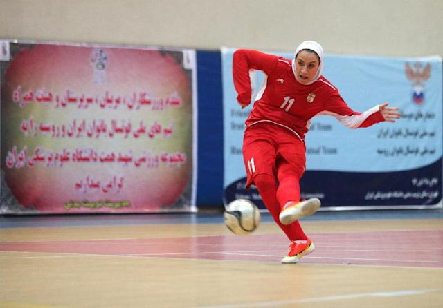 Iranian women's futsal captain Niloufar Ardalan is pictured during a practice session in Tehran on December 3, 2014 (AFP Photo/Amir Kholoosi)