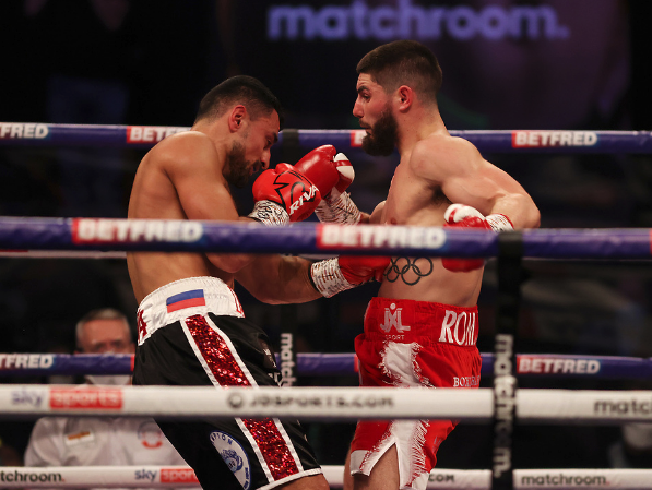 Both fighters traded heavy shots from the outsetMark Robinson