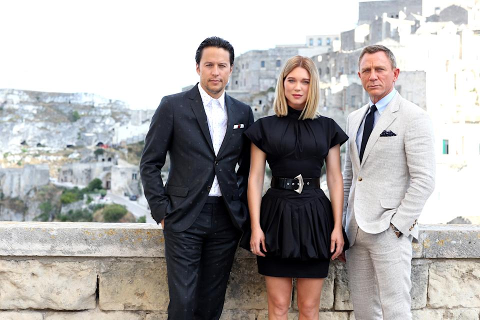 """MATERA, ITALY - SEPTEMBER 09: (LtoR) Director Cary Joji Fukunaga actress Léa Seydoux and actor Daniel Craig pose as they arrive on set of the James Bond last movie """"No Time To Die"""" on September 09, 2019 in Matera, Italy. (Photo by Franco Origlia/Getty Images)"""