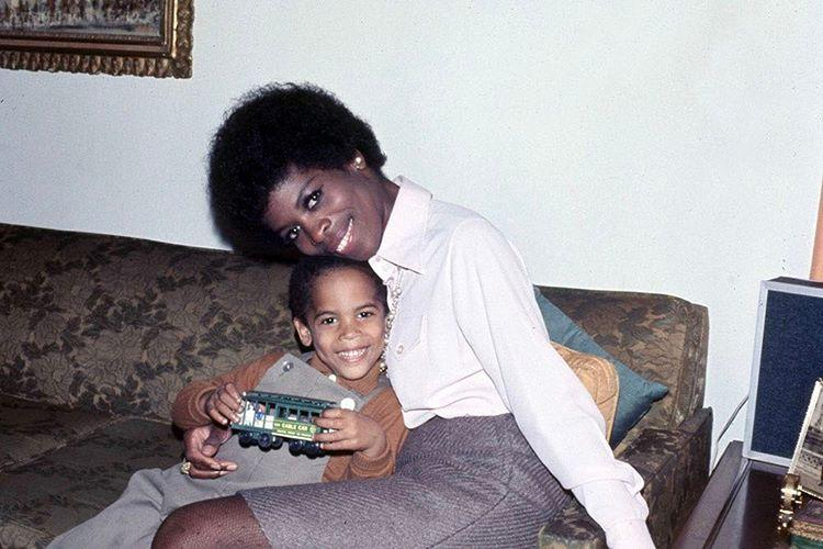 "<p>The rocker was thinking of his late mother, Roxie Roker (<em>The Jeffersons</em>), on Mother's Day: ""Thank you for choosing me. Happy Mother's Day mama."" (Photo: <a rel=""nofollow"" href=""https://www.instagram.com/p/BUFXMaalA5j/"">Lenny Kravitz via Instagram</a>) </p>"