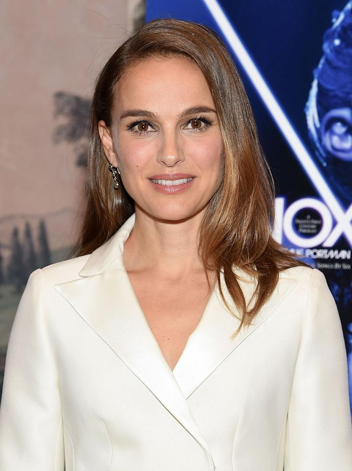 "<p>Natalie Portman couldn't look classier with this lengthy, <a rel=""nofollow"" href=""https://www.womansday.com/style/beauty/g2840/new-hair-color-ideas/"">caramel-colored</a> hairstyle. </p>"