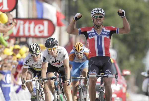 Thor Hushovd (Cervelo) takes the Tour de France's third stage in Arenberg.