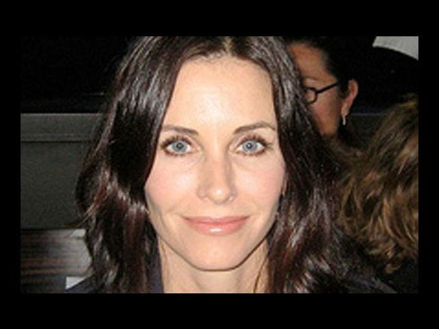 <b>5. Courteney Cox</b><br> Has Courteney Cox always taken care of herself? Damn right. She wouldn't be on our hottest list otherwise. She has indeed gone under the knife quite a few times but that does not make her any less bewitching at 48. While her style is getting better with each passing day, Courteney remains the hottest 'friend' every man would love to have.