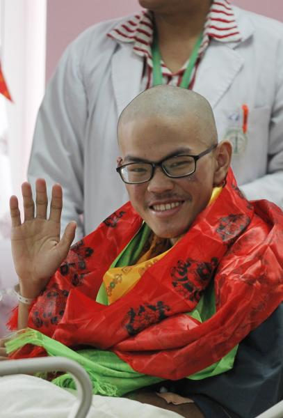 Taiwanese trekker Liang Sheng-yueh waves to reporters during his birthday celebration at Grandee International Hospital in Kathmandu, Nepal, Friday, April 28, 2017. The Taiwanese man who was rescued on Wednesday after 47 days on a mountain in Nepal has celebrated his 21st birthday at a hospital in the capital. (AP Photo/Niranjan Shrestha)