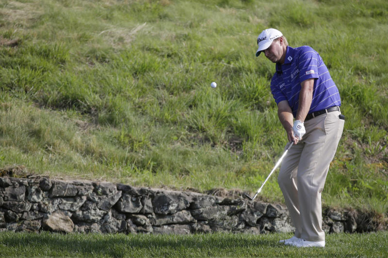 Steve Stricker chips onto the ninth green during the third round of the U.S. Open golf tournament at Merion Golf Club, Saturday, June 15, 2013, in Ardmore, Pa. (AP Photo/Morry Gash)