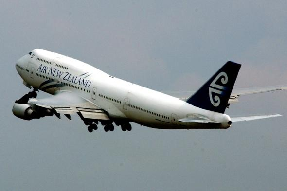 Air New Zealand pilot locks co-pilot out of cockpit after 'tensions'