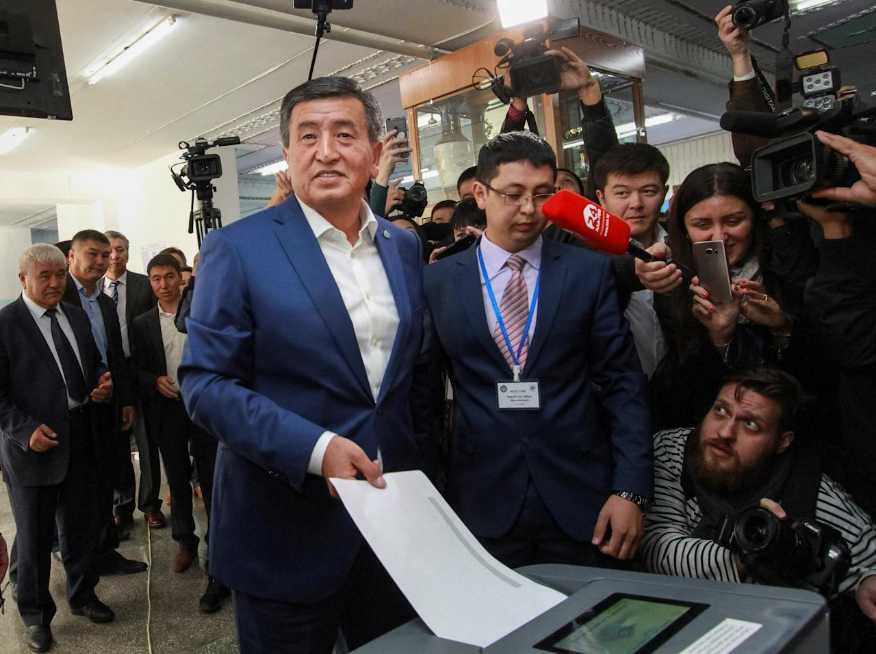 Presidential candidate Sooronbai Jeenbekov casts his ballot at a polling station during the presidential election in Bishkek, Kyrgyzstan October 15, 2017.  REUTERS/Vladimir Pirogov