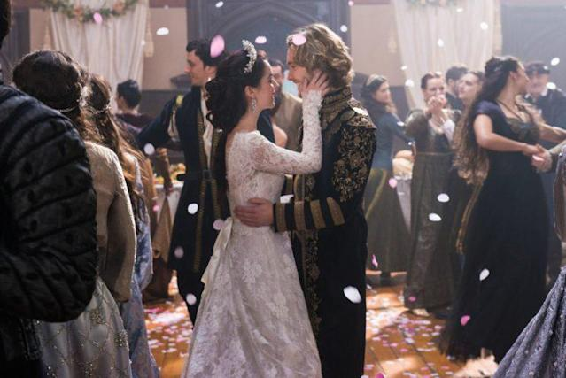 Adelaide Kane as Mary and Toby Regbo as Francis (Photo: Christos Kalohoridis/The CW)