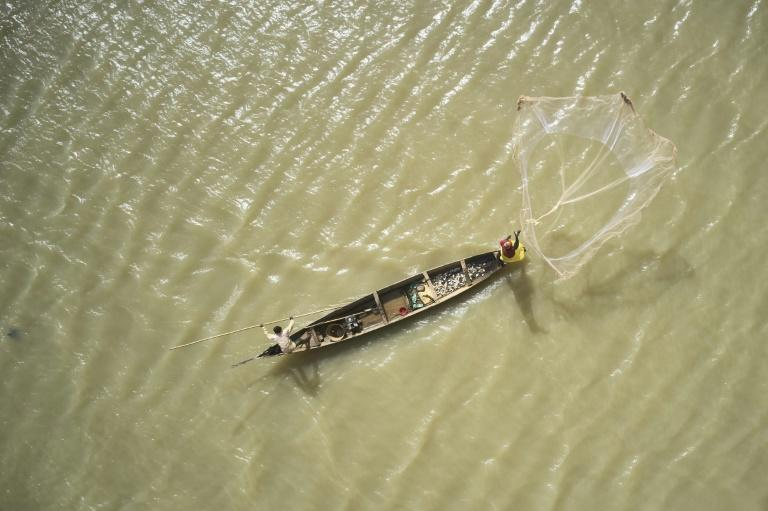 Environmental issues surrounding the Niger River in Mali are threatening the livelihoods of thousands of fishermen
