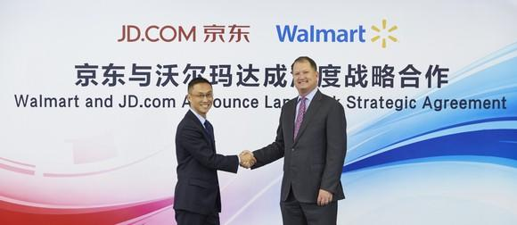 JD and Walmart executives announce their long-term partnership.