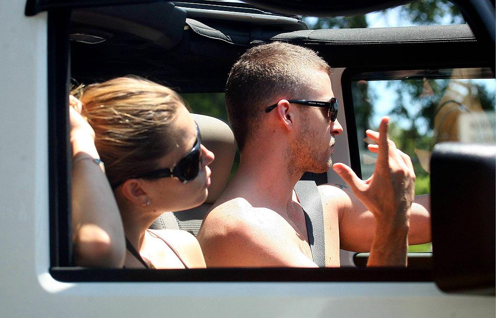 """A shirtless Justin Timberlake soaks up some sun. <a href=""""http://www.x17online.com"""" target=""""new"""">X17 Online</a> - July 29, 2007"""