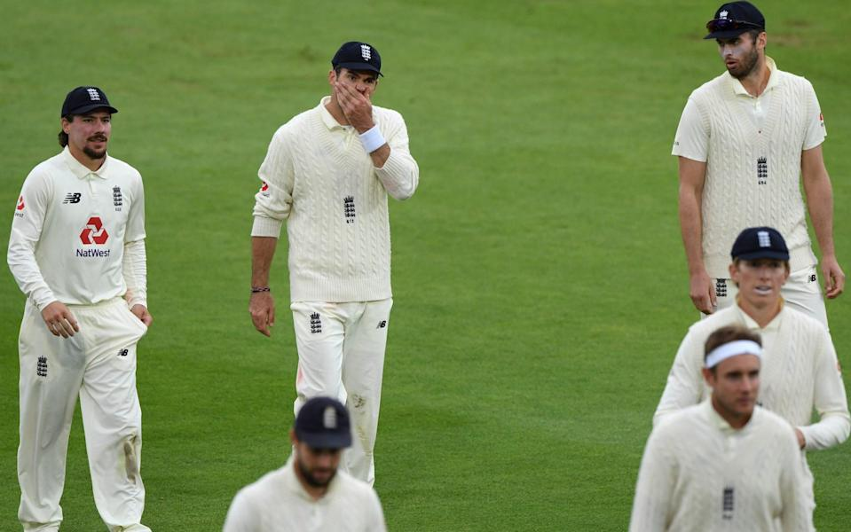James Anderson with his teammates - GETTY IMAGES
