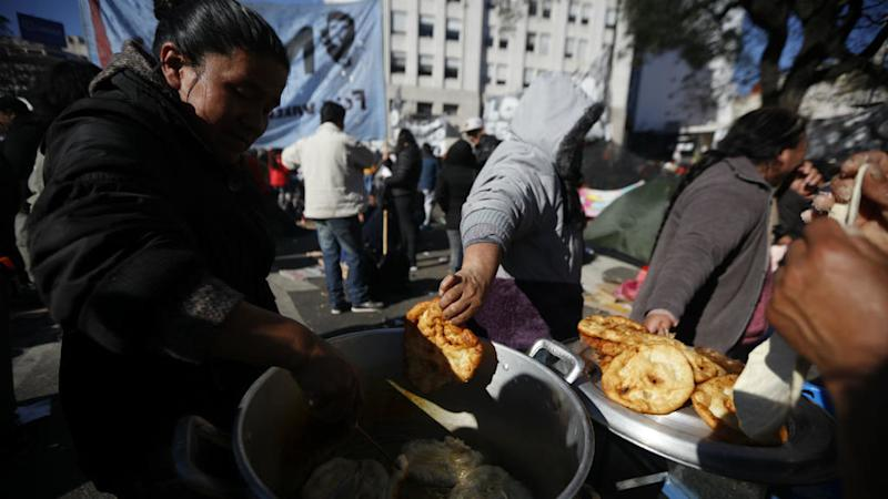 Argentine lawmakers approve emergency food bill amid economic crisis